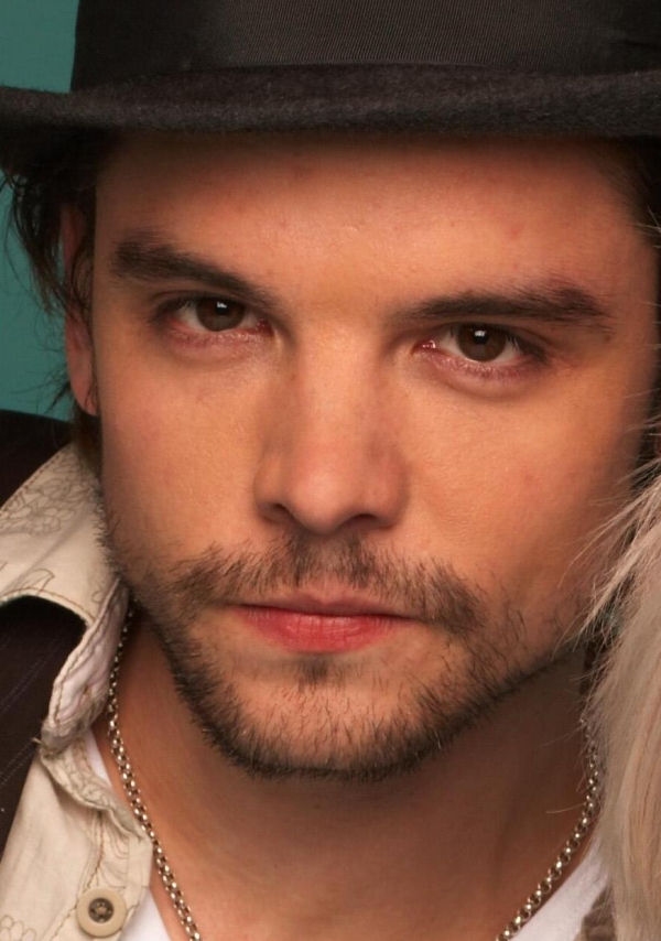 600full-andrew-lee-potts